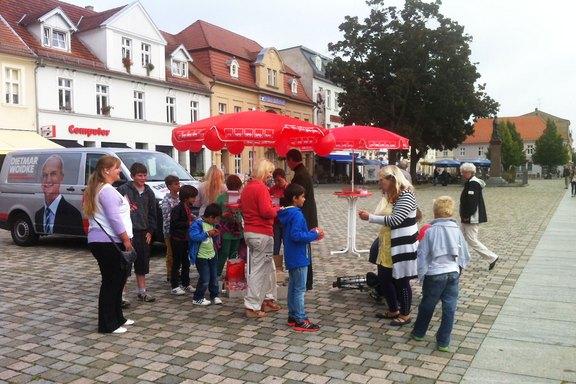 Strassenwahlkampf-Schulplatz-Neuruppin.jpg